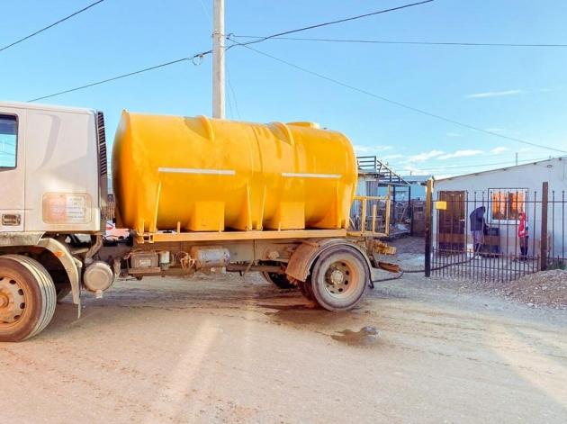 El Gobierno provincial asiste con abastecimiento de agua potable a familias de Río Grande