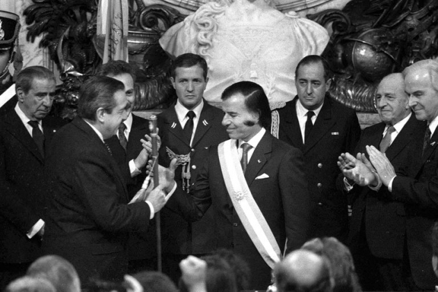 Asume la primera presidencia Carlos Saúl Menem