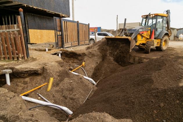 Gobierno avanza con las obras de agua y cloacas en el Barrio Arraigo Sur de Río Grande