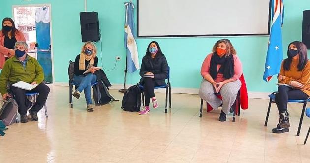 Castiglione se reunió con la comunidad Rafaela Ishton de Tolhuin