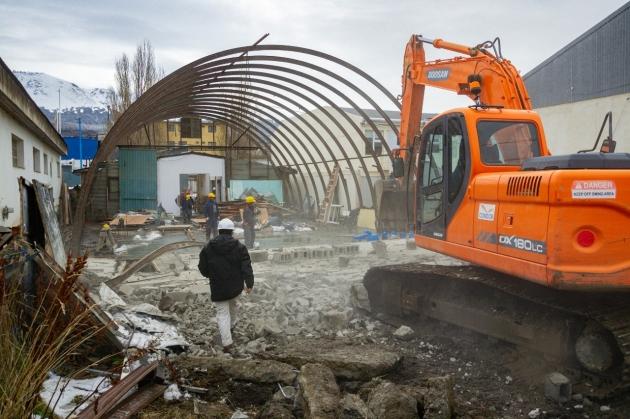 Iniciaron los trabajos de demolición donde se construirá el Centro de Rehabilitación Ushuaia