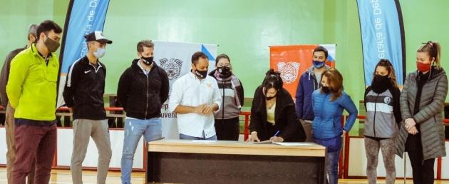 Deportes y Juventud firmó convenio para realizar obras de infraestructura en el Club Atlético de la Educación Fueguina de Ushuaia