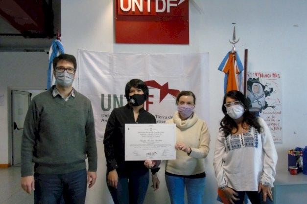 La UNTDF entregó diplomas y títulos a seis graduados de la sede Río Grande