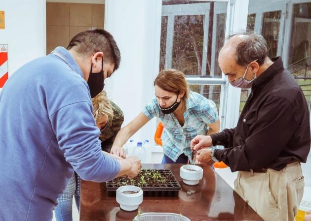 """Se realizó el taller de hidroponia """"Cultivo sin Suelo en Tierra del Fuego"""""""