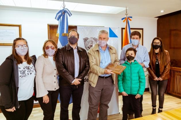 El Gobernador Melella distinguió al científico antártico del CADIC, Eduardo Olivero