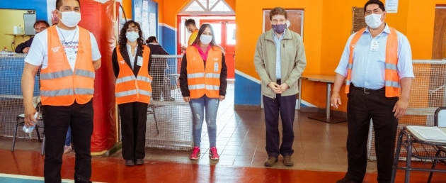 Melella felicitó al personal sanitario por la campaña de vacunación contra Covid19 en una visita realizada al Gimnasio Muriel de Río Grande