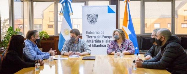 El Gobernador Melella firmó con Pesantar un acuerdo para promover mano de obra local en la actividad pesquera