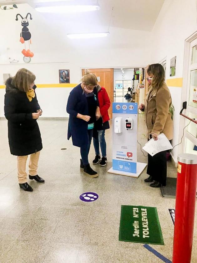 Gobierno entregó totems sanitizantes en instituciones educativas de la ciudad de Tolhuin