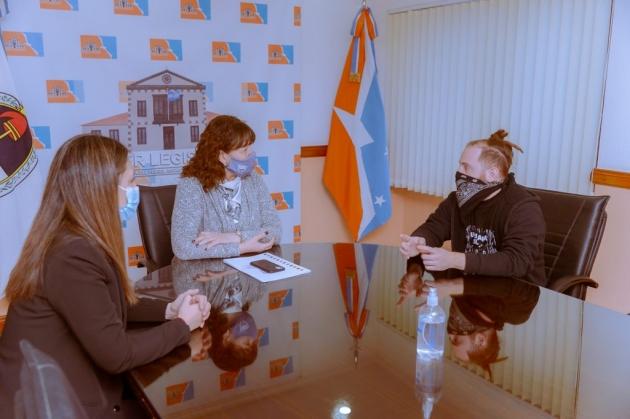 La Legislatura destacó la labor cultural y la defensa de la soberanía antártica del cineasta Javier Arcaro