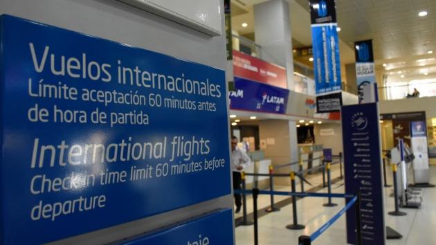 A partir de este sábado suspenden los vuelos que provengan de Brasil, Chile y México