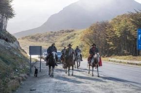 Autoridades asistieron a la llegada del Gaucho Medina a Ushuaia