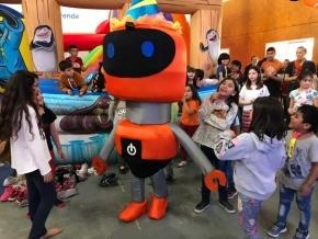 'Chat', la mascota del Espacio de Desarrollo Laboral y Tecnológico, cumplió su primer año y lo festejó junto a los chicos de Río Grande
