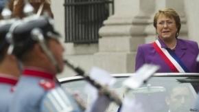 Chile: sentencian a oficiales que torturaron a padre de Bachelet