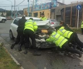 Conductor chocó tres vehículos estacionados