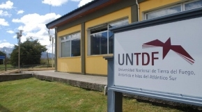 Denuncian a docente de la UNTDF por acoso y persecución ideológica