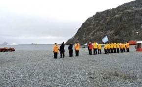 El buque Bahía San Blas llegó a la base Orcadas para cumplir la segunda etapa de la Campaña Antártica