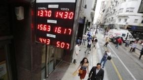 El dólar cerró por debajo de los $14 en el primer día sin cepo