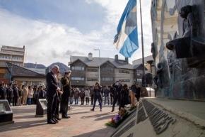 El embajador de Perú se reunió con la vicegobernadora Urquiza y homenajearon a Caídos en Malvinas