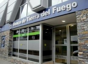 El gobernador Melella rubricó el decreto destinado a favorecer el desendeudamiento de los trabajadores estatales