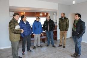 El intendente Melella recorrió emprendimiento que ofrecerá viviendas pre moldeadas de hormigón