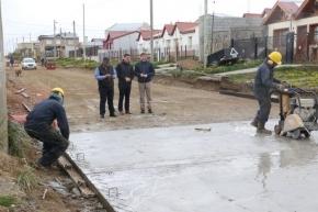 El intendente Melella recorrió obras de pavimentación en barrio San Martín