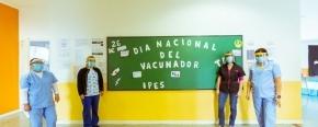 El Ministerio de Salud expresó su reconocimiento a vacunadores en su día