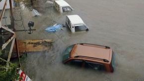 El tifón Halong azota a Japón al comenzar las vacaciones