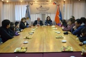El vicegobernador compartió una merienda con directivos, docentes y alumnos de escuelas rurales