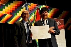 Evo Morales recibió el título Doctor Honoris Causa de la UNTDF