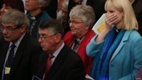 La Iglesia anglicana aprueba que las mujeres puedan ser obispas