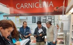 """La Secretaría de Comercio incautó en La Anónima paquetes de """"carne"""" picada que resultó ser grasa"""