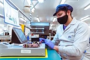 Mirgor presenta el primer respirador artificial fabricado en Río Grande