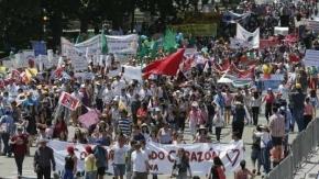 Multitudinaria marcha en Chile contra la reforma educativa