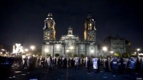Multitudinaria marcha por los estudiantes de Ayotzinapa