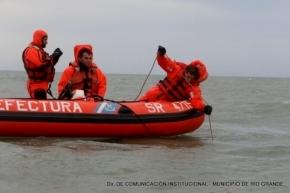 Obras Sanitarias de Río Grande recogió muestras en el mar y el río para determinar posible contaminación