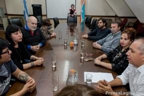 Parlamentarios del MoPoF recibieron a Jonatan Acosta, director del primer largometraje fueguino QRT