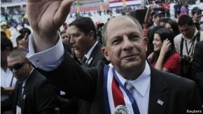 Presidente de Costa Rica prohíbe el culto a su nombre e imagen