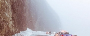 Protección Civil liberó la Ruta 3 tras el derrumbe de nieve en el Paso Garibaldi