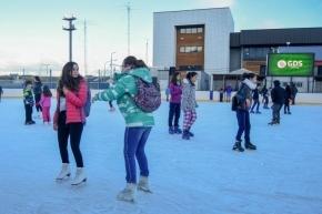 Quedó oficialmente inaugurada una nueva temporada de la pista de patinaje de Ushuaia