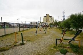 Remodelan e incorporan juegos a la Plaza Los Pinos