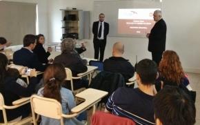 Rubinos acompañó la presentación del proyecto final de reutilización del vidrio de estudiantes de Ingeniería