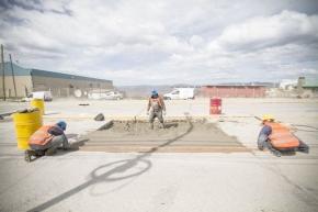 Se realizan trabajos de reparación de fisuras en la obra de la avenida Perito Moreno