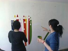 Talleristas del Centro Cultural Yaganes pintan mural en recuerdo de la Noche de los Lápices
