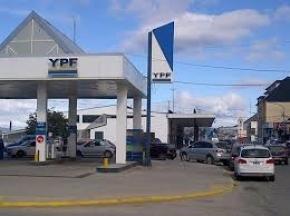 Un aumento más y van... Aumenta por sexta vez el precio de la nafta de YPF