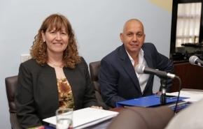 Urquiza y Villegas presentaron un proyecto de ley que prohíbe la actividad de salmoneras