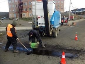 Ushuaia: El Municipio trabaja en la reparación de las calles y el reemplazo de cartelería